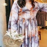 DIMANCHE 🌸 La robe parfaite pour une journée ensoleillée à la campagne. Bohème et champêtre, printanière. Une tenue qui respire l'air frais du printemps ! . . . #robe #babydoll #babydolldress #springwear #springoutfit #sundaymood #sundayoutfit #bohostyle #campagnechic #style #womenstyle #wearlocal #toulon #ruedesarts