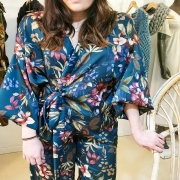 NOUVEAU ! le croquis numéro 4 est cousu 😍 Ensemble pantalon et kimono, insprations bohème & cosy, fluide, flou. A porté ensemble comme une combinaison, ou dépareillé. Vous aimez ? . . . #new #jumpsuit #suit #kimono #fleuri #spring #springwear #creatrice #nouveaute #pieceunique #ensemble #mode #modeéthique #ethicalfashion #slowfashion #designer #madeinfrance #toulon #ruedesarts