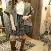 MOOD 💨 Habillée, mais cosy ! Féminine, mais décontractée. Pour une tenue à l'image de notre météo, c'est à dire un peu entre deux ! . . . #outfit #ootd #outerwear #mode #tenuedujour #lookoftheday #mood #autumn #hiver #winteroutfit #wool #kimono #jupe #colroulé #detail #modefemme #ethique #slowfashion #faitmain #unique #toulon