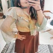PROTOTYPE 😍 Bon on va dire que je me suis gardée cette première blouse en tant que crash test 🙈. Et même si c'est surtout une grosse excuse égoïste... Je vous annonce que le prototype est validé ! 📢 Les blouses de la nouvelle collection sont lancées. La prochaine débarque demain sur notre site 😉 . . . #new #blouse #shirt #loosestyle #retrostyle #bohochic #boheme #springiscoming #springwear #couture #collection #creatrice #mode #design #toulon #madeinfrance