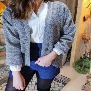 OUPS 🙈 Les shorts sont déjà tous partis ! Mais promis, on vous en refait très vite. En revanche, le petit gilet en coton est toujours sur nos portants. Cosy, et tout doux ! Parfait pour affronter la météo qui se rafraîchit ❄️ . . . #mood #ootd #blue #hiver #winteroutfit #outfit #lookoftheday #tenuedujour #creation #mode #modefemme #fashion #creatrice #francaise #ethique #local #toulon #france