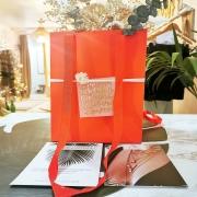 SWEET VALENTINE ❤️ Les coffrets de Saint Valentin sont prêts ! Vous avez été nombreuses à réagir et notre proposition de coffrets alors, cette année, on a imaginé selon vos envies. 3 Box sont disponibles toute la semaine : ❣️ La box Amour, d'une valeur de 85€ au lieu de 95€, qui regroupe une Lingerie fine et un bracelet de nos créateurs préférés @avbijoux ❣️ La box Romance, d'une valeur de 65€ avec une lingerie et un joli bouquet composé par @lepetitjardin_hyeres ❣️La Box Gourmande, d'une valeur de 90€ au lieu de 100€, pour offrir un ensemble servi sur un plateau ! Repartez avec un brunch pour 2 personnes à emporter préparé par @lapauseculotte  Que des attentions qui regroupent la passion d'artisans et créateurs locaux autour d'un maître mot : l'amour !  Vous pouvez dès à présent réserver vos coffrets en boutique, en message privé ou par mail à l'adresse aeternel.creation@gmail.com  On espère que ces collaborations vous feront autant envie que plaisir ! À très vite 😘 . . . #ideecadeau #coffret #box #lingerie #brunch #bracelet #fleurs #romantique #amour #saintvalentin #giftidea #unique #local #ethique #ensemble #attention #avecamour #ruedesarts #toulon #hyeres